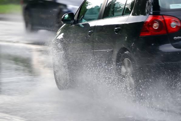 Kako voziti po kiši