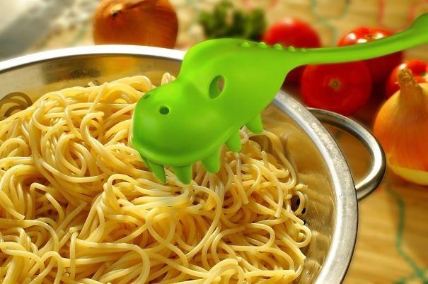 kuhinjski dodaci - dinosaurus kašika za špagete