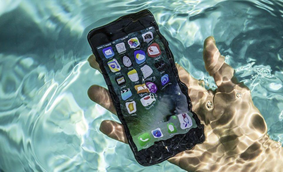 Zašto vodootporne telefone ne bi trebali potapati u vodu